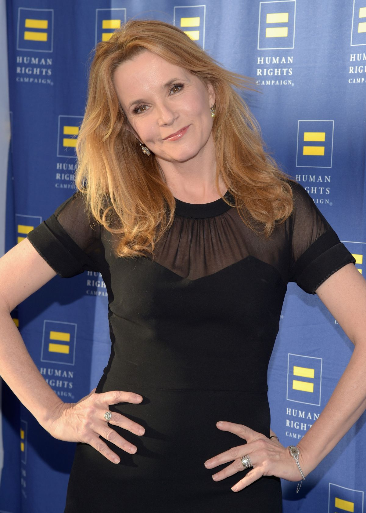 Lea Thompson earned a  million dollar salary, leaving the net worth at 14 million in 2017