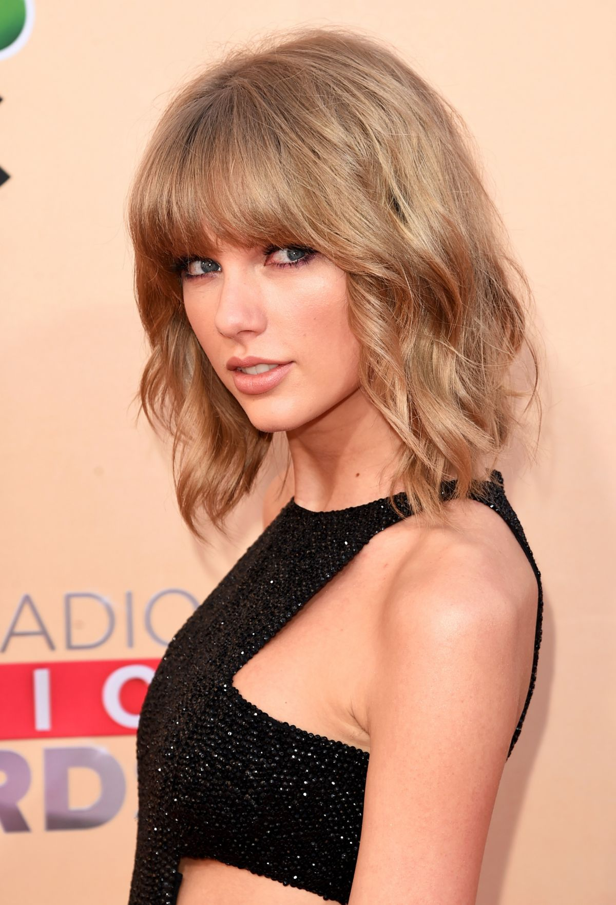 taylor swift at 2015 iheartradio music awards in los angeles hawtcelebs. Black Bedroom Furniture Sets. Home Design Ideas