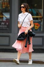 ANNE HATHAWAY Out and About in New Tork
