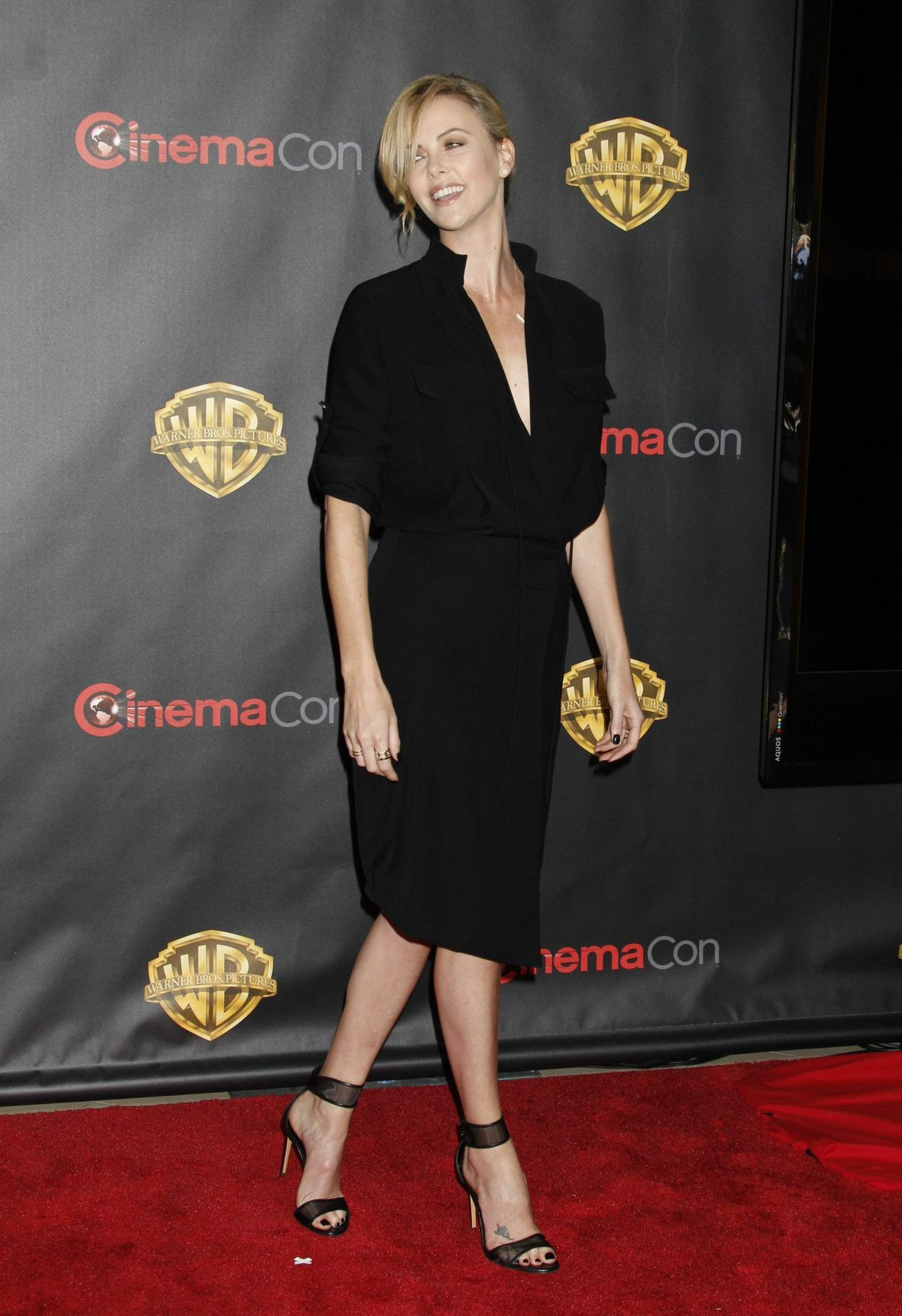[Imagen: charlize-theron-at-2015-cinemacon-in-las-vegas_17.jpg]