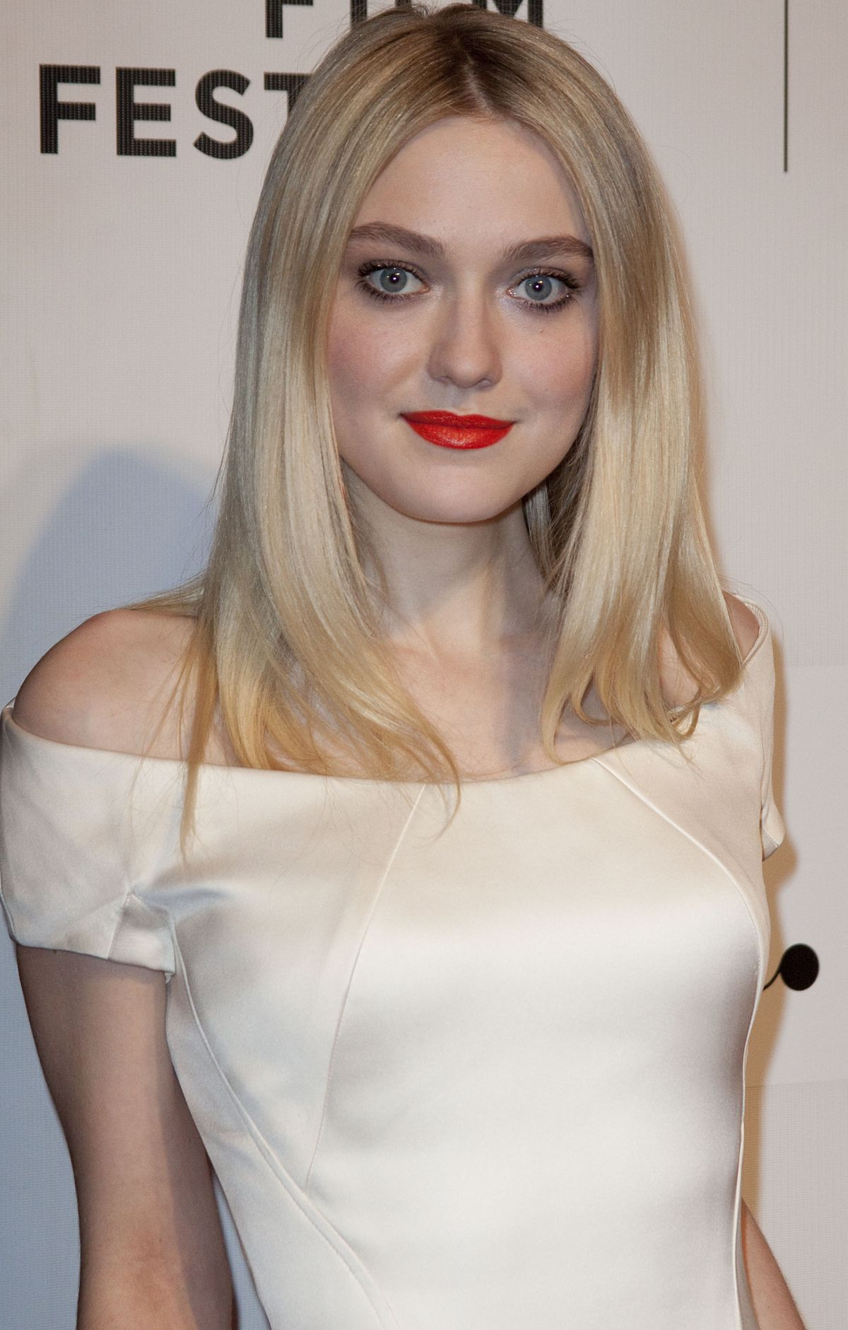DAKOTA FANNING at Franny Premiere in New York