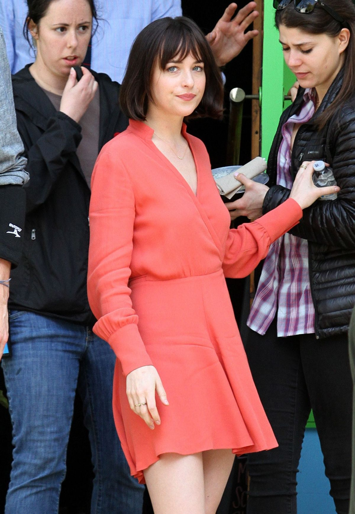 Dakota johnson at how to be single movie set in new york 04212015 dakota johnson at how to be single movie set in new york 0421 ccuart Gallery