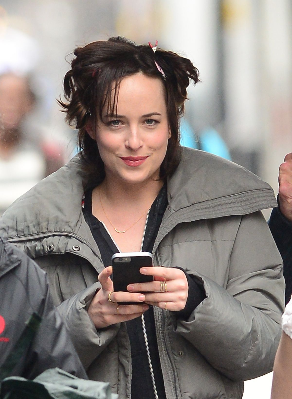 Dakota Johnson On The Set Of How To Be Single In New York How To Be
