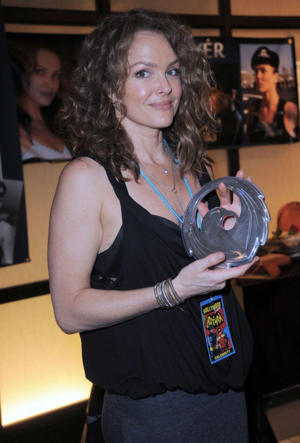 DINA MEYER at The Hollywood Show