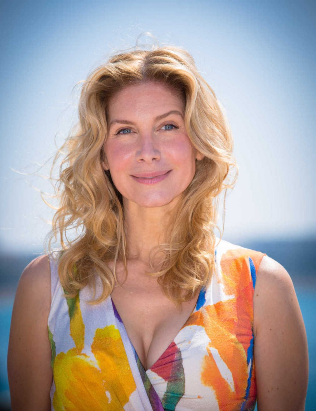 elizabeth mitchell at crossing lines photocall in cannes   hawtcelebs
