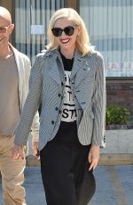 GWEN STEFANI Leaves a Acupuncture Clinic in Los Angeles