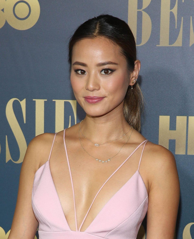 Angelina Chung lingerie footjob