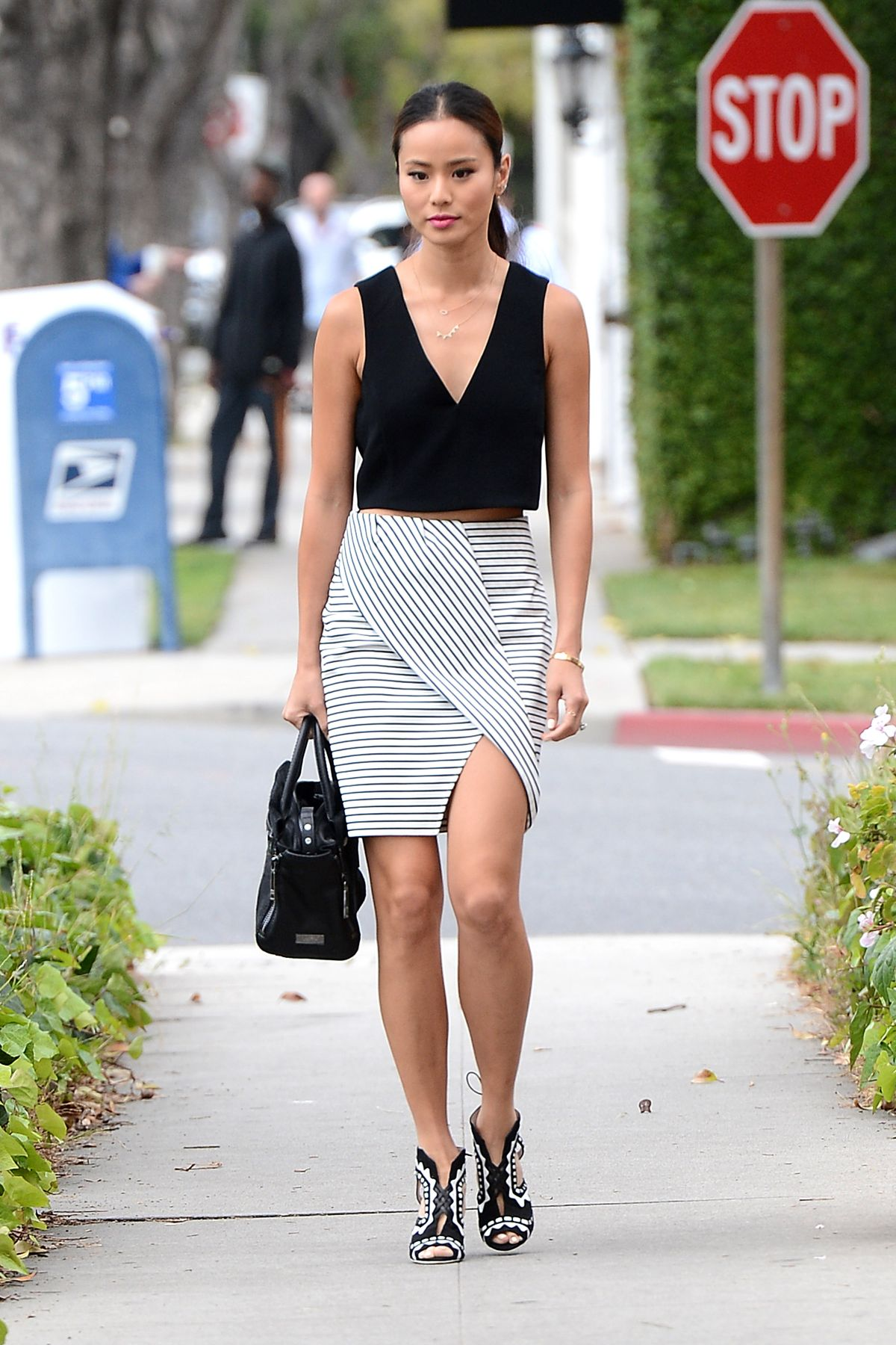 b878e9fe2e97 JAMIE CHUNG Out and About in Beverly Hills 04 23 2015 - HawtCelebs
