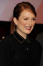JULIANNE MOORE at The Julianne Moore and Jay Roach Photo Call