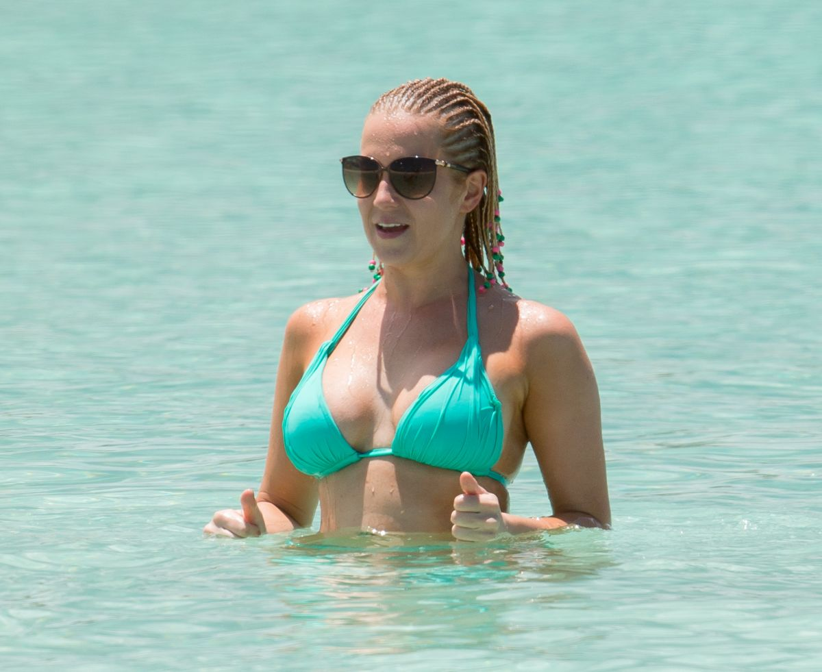 Kellie pickler bikini photos