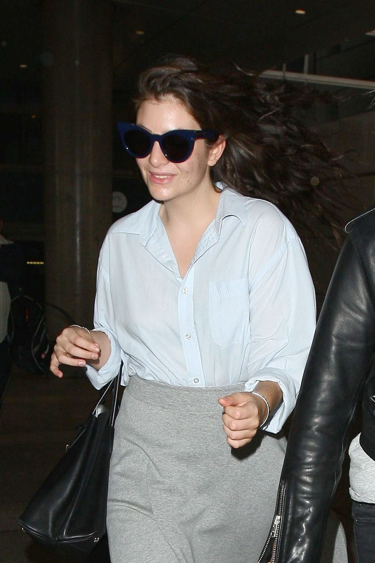 LORDE Arrives at LAX Airport in Los Angeles 04/26/2015