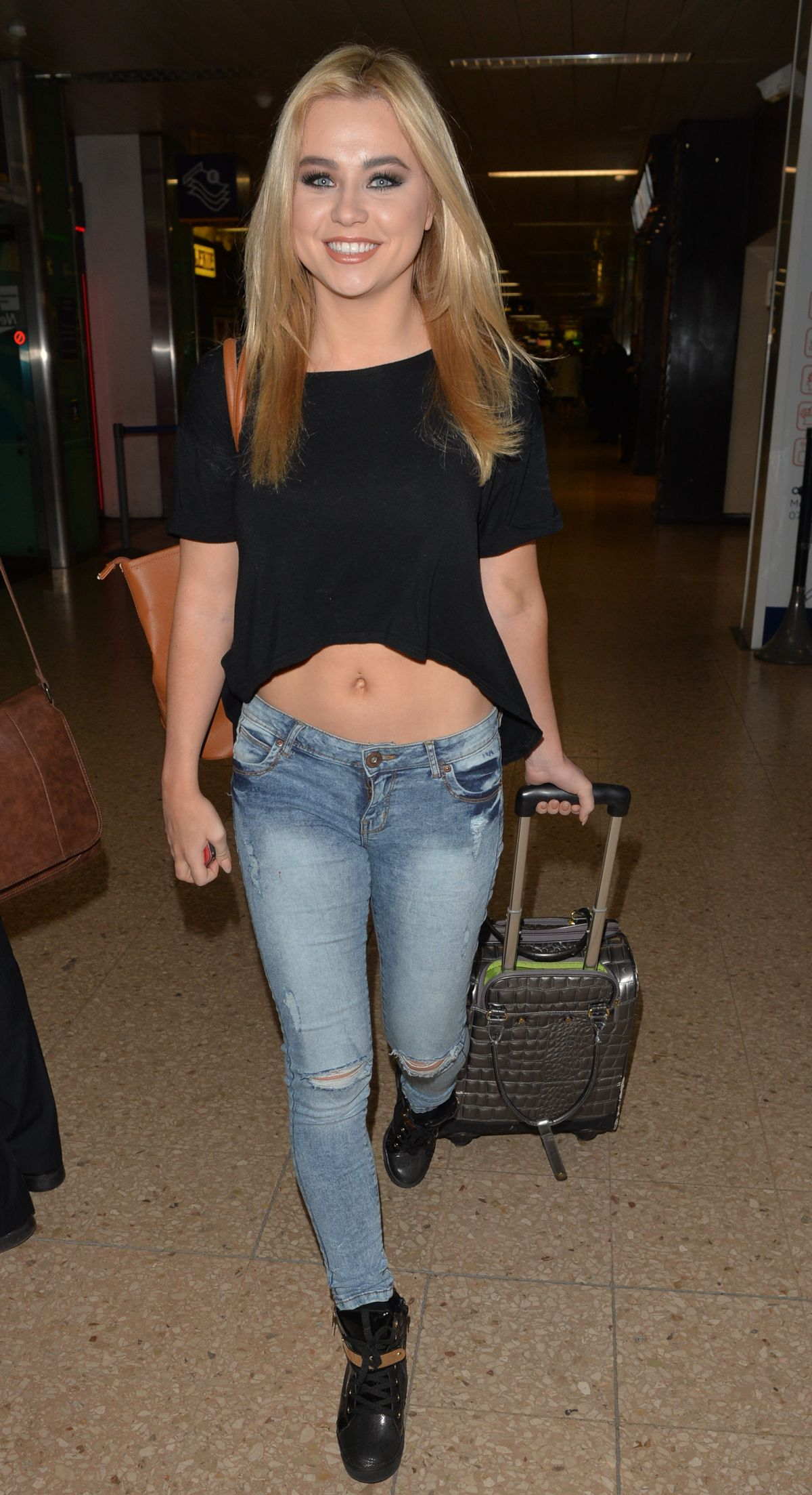 MELISSA REEVES in Jeans at Euston Railway Station in London