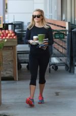 REESE WITHERSPOON Lleaves a Grocery Store in Santa Monica