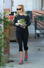 REESE WITHERSPOON Picks Up Some Drinks Out in Santa Monica