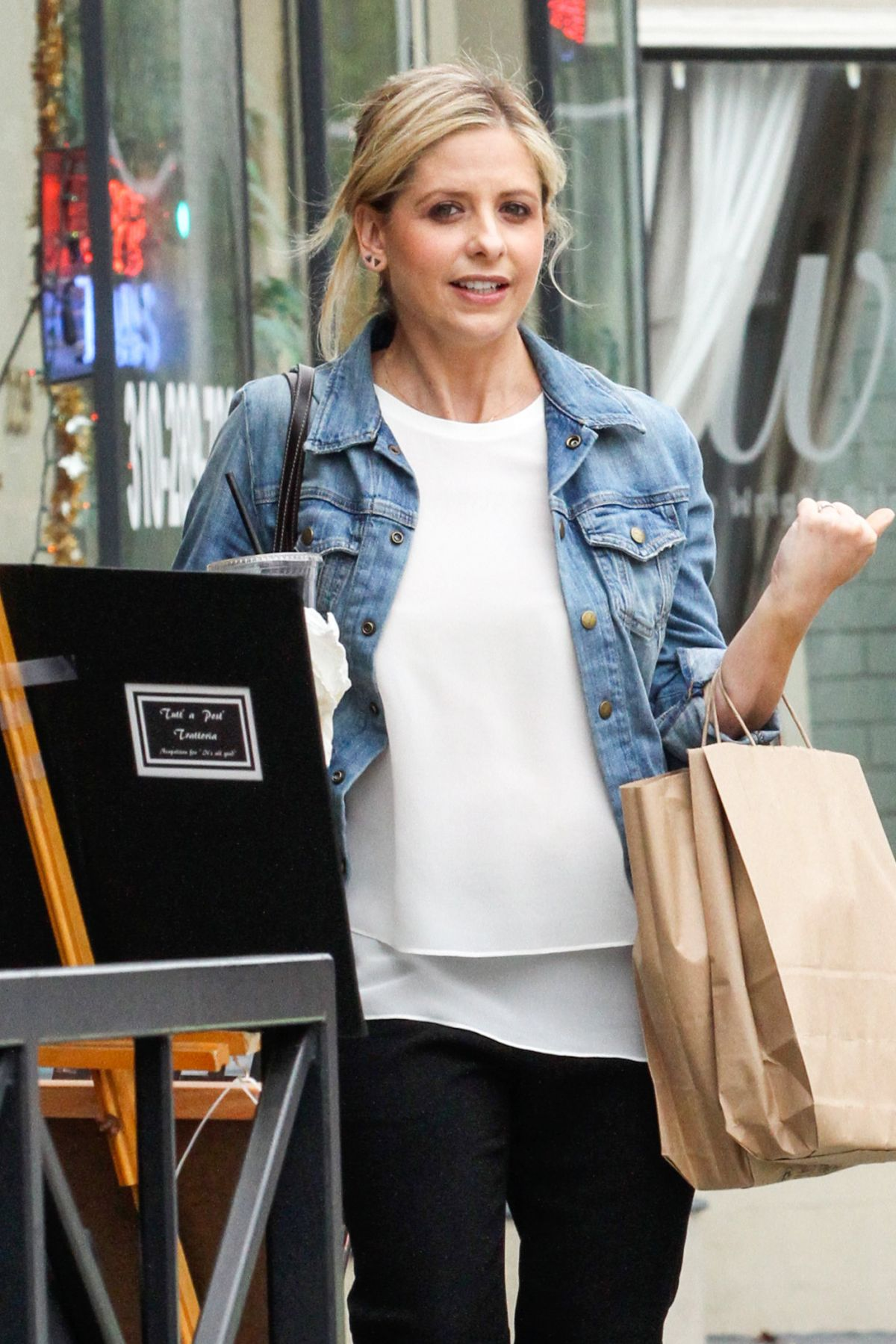 SARAH MICHELLE GELLAR Leaves a Spa in Beverly Hills 04/24/2015