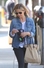 SARAH MICHELLE GELLAR Out and About in Santa Monica 04/29/2015