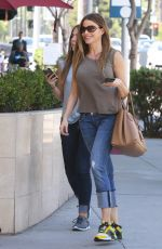 SOFIA VERGARA Out and About in Beverly Hills 04/28/2015