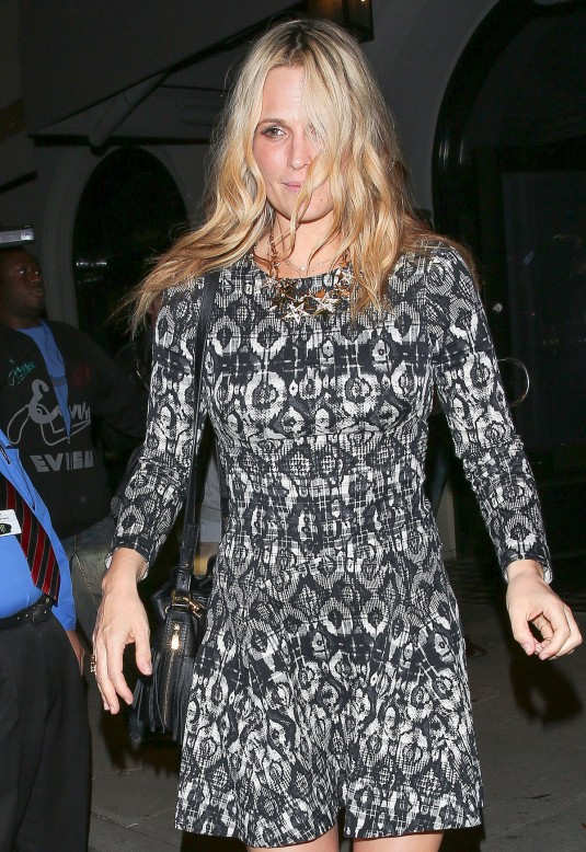 MOLLY SIMS Leaves Craig's in Hollywood