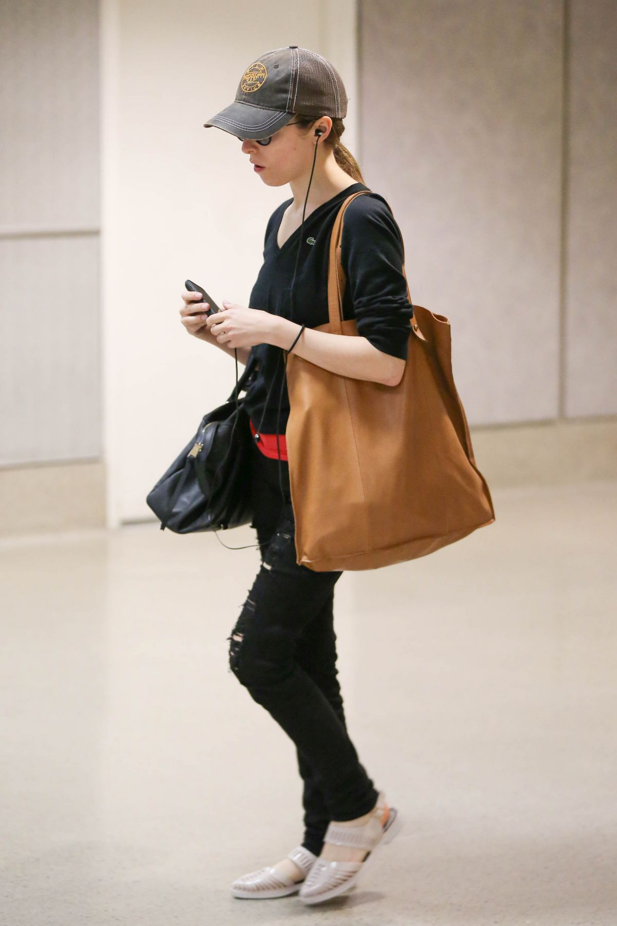 ANNA KENDRICK Arrives at Los Angeles International Airport 05/29/2015