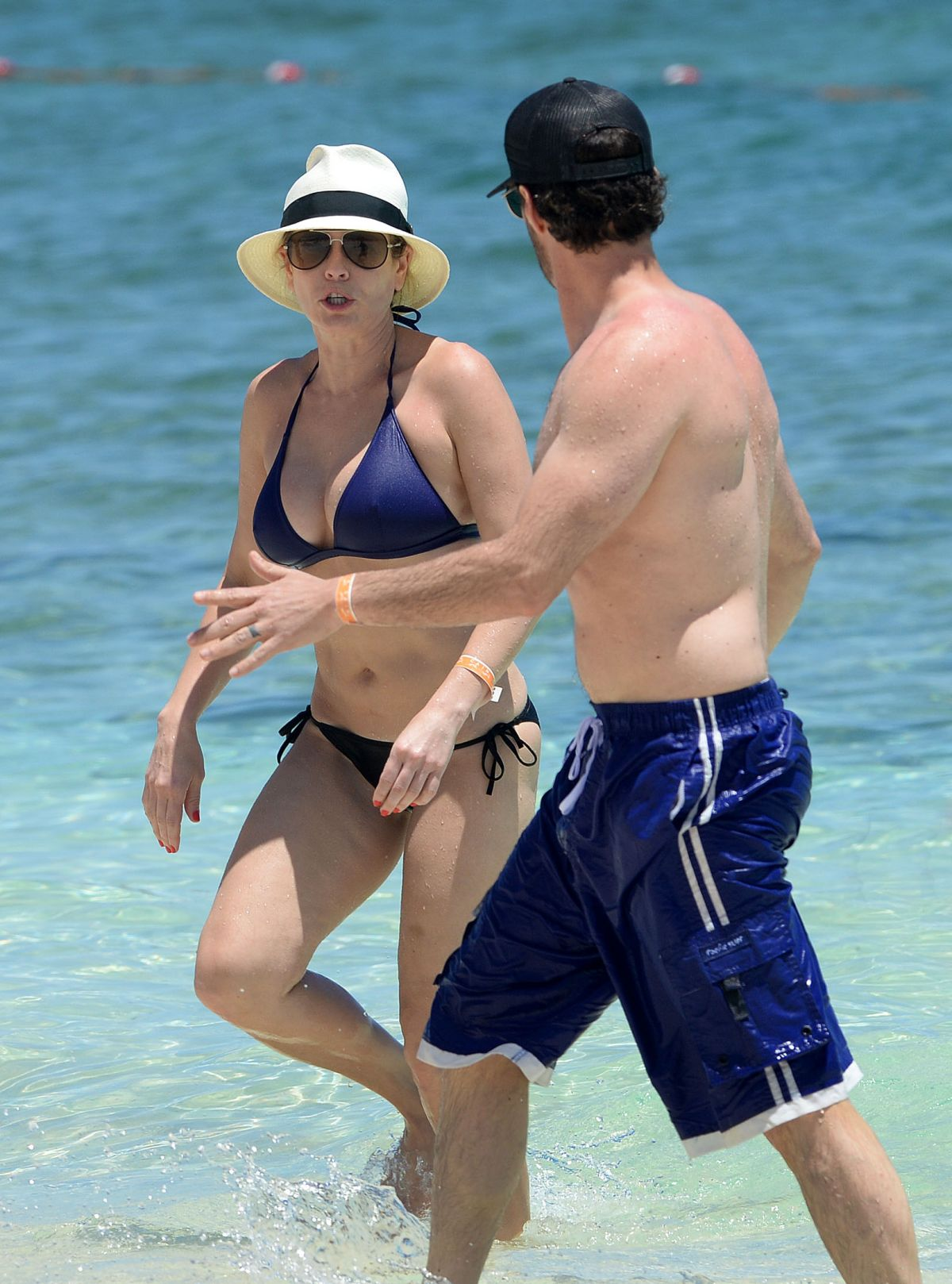 Chelsea handler and bikini Sperma