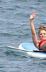 ELSABETH HARNOIS Paddleboarding in Maui 05/27/2015