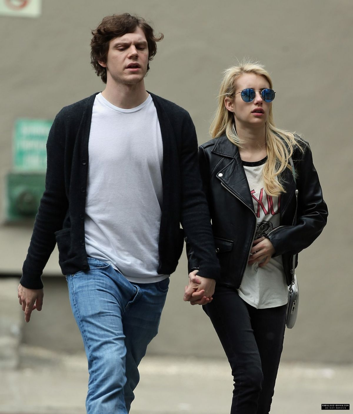 EMMA ROBERTS and Evan Peters Out for Coffee in New York 05/06/2015