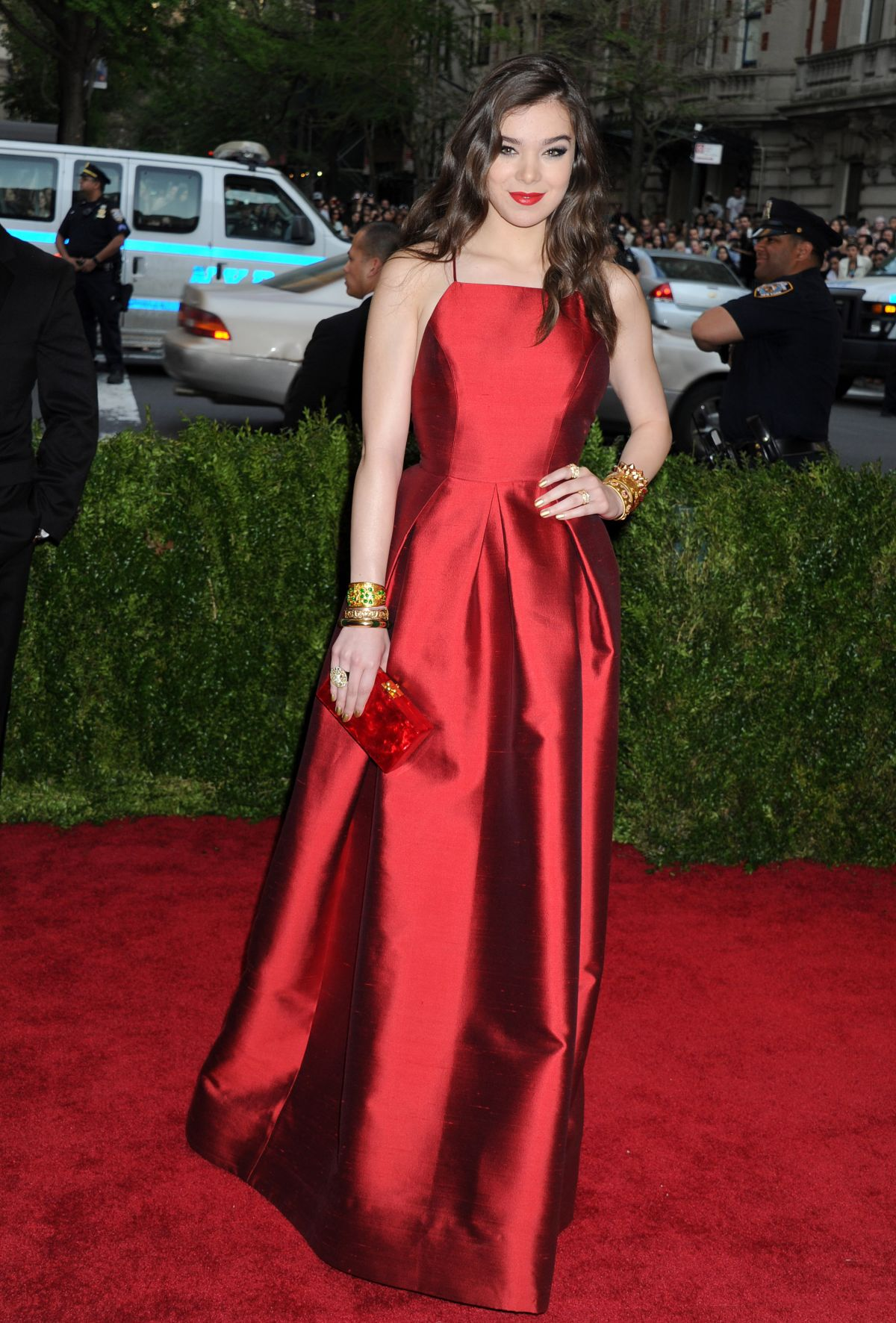 HAILEE STEINFELD at MET Gala 2015 in New York