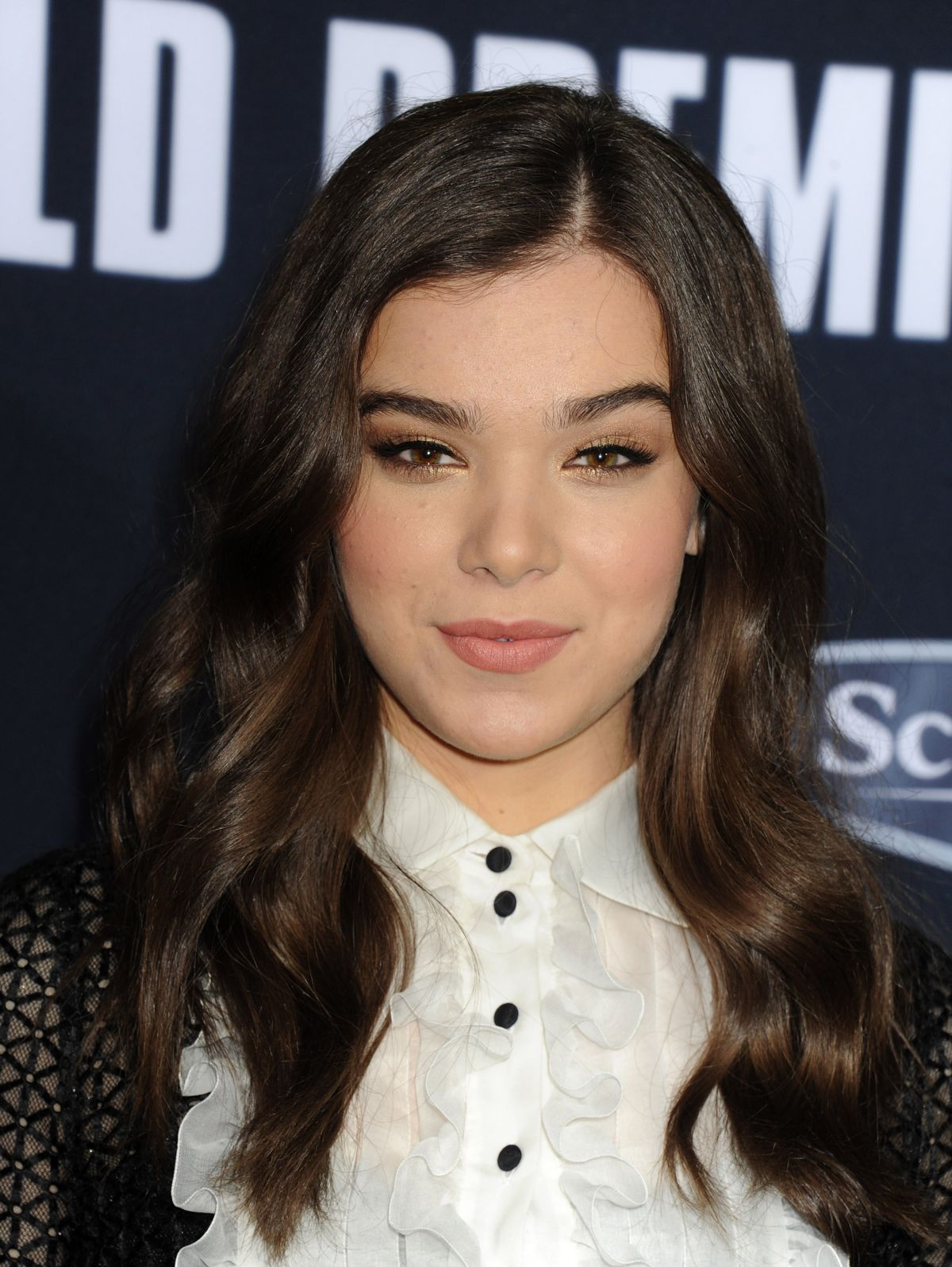 Hailee Steinfeld On The Cover Of Fashion Magazine March: HAILEE STEINFELD At Pitch Perfect 2 Premiere In Los
