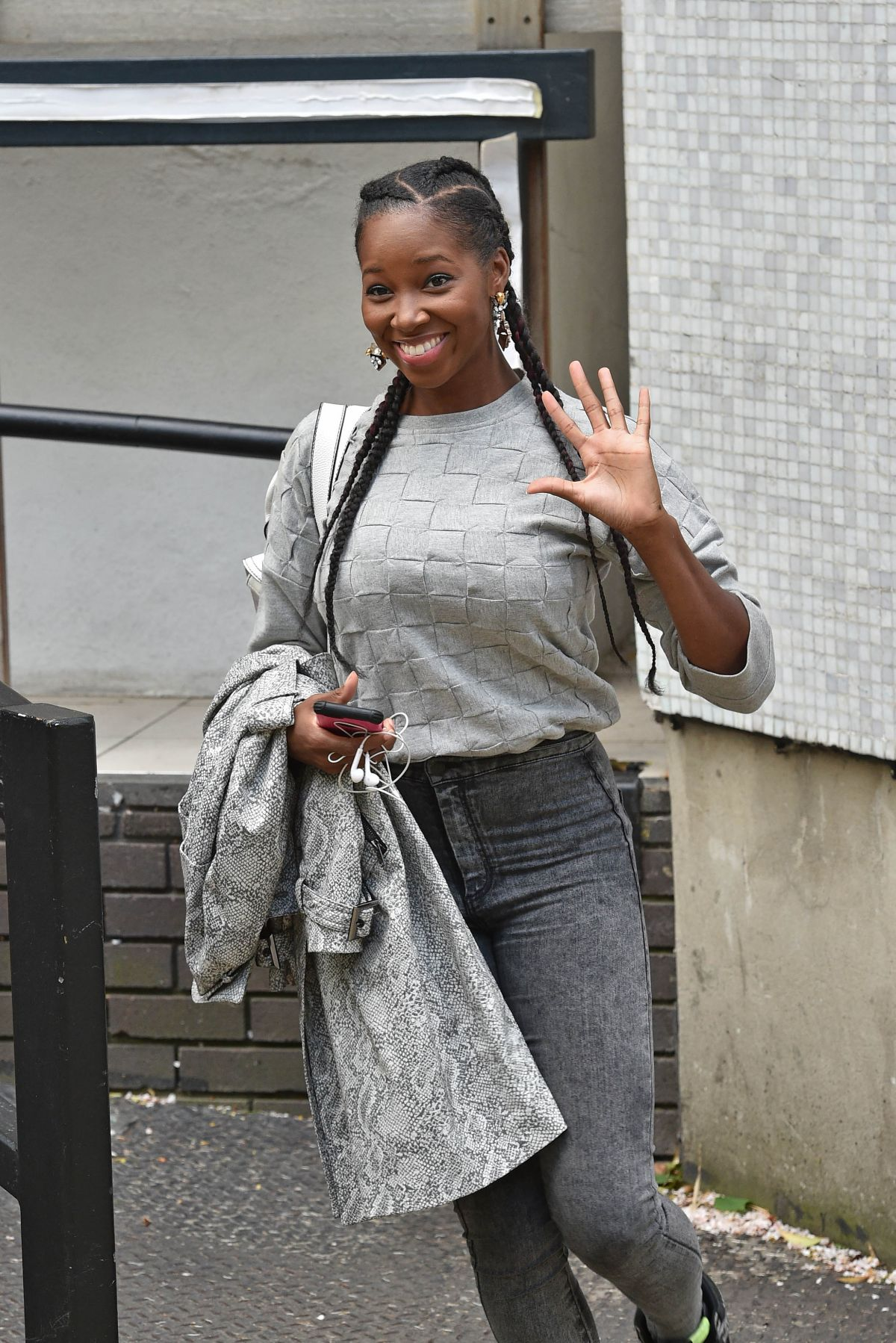 JAMELIA Leaves a Studio in London 05/05/2015
