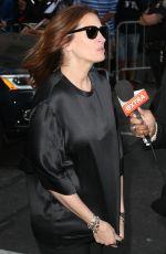 JULIA ROBERTS Arrives at Late Show with David Lerretman in Nem York