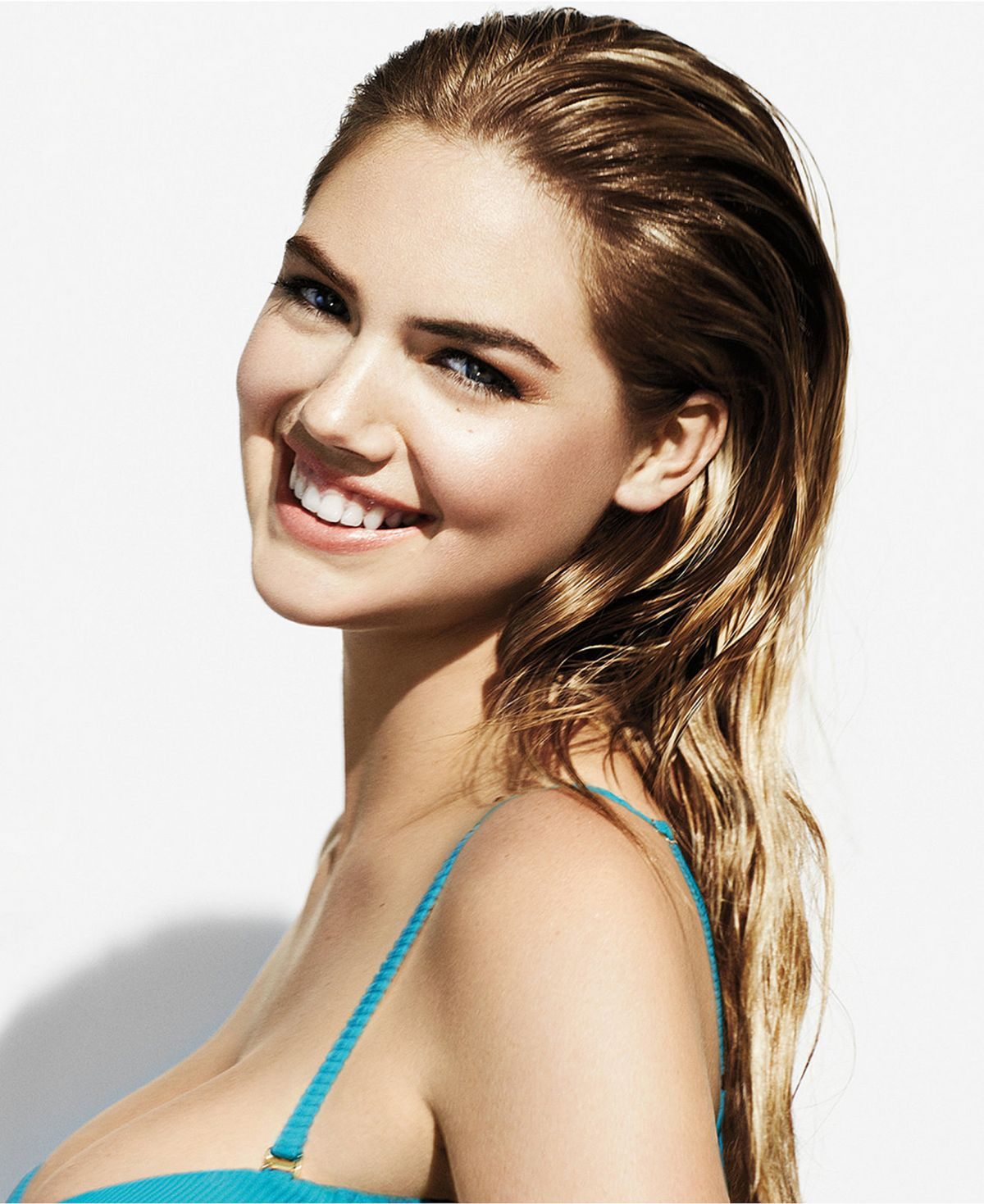 KATE UPTON - Bobbi Brown Sandy Nudes Makeup Collection