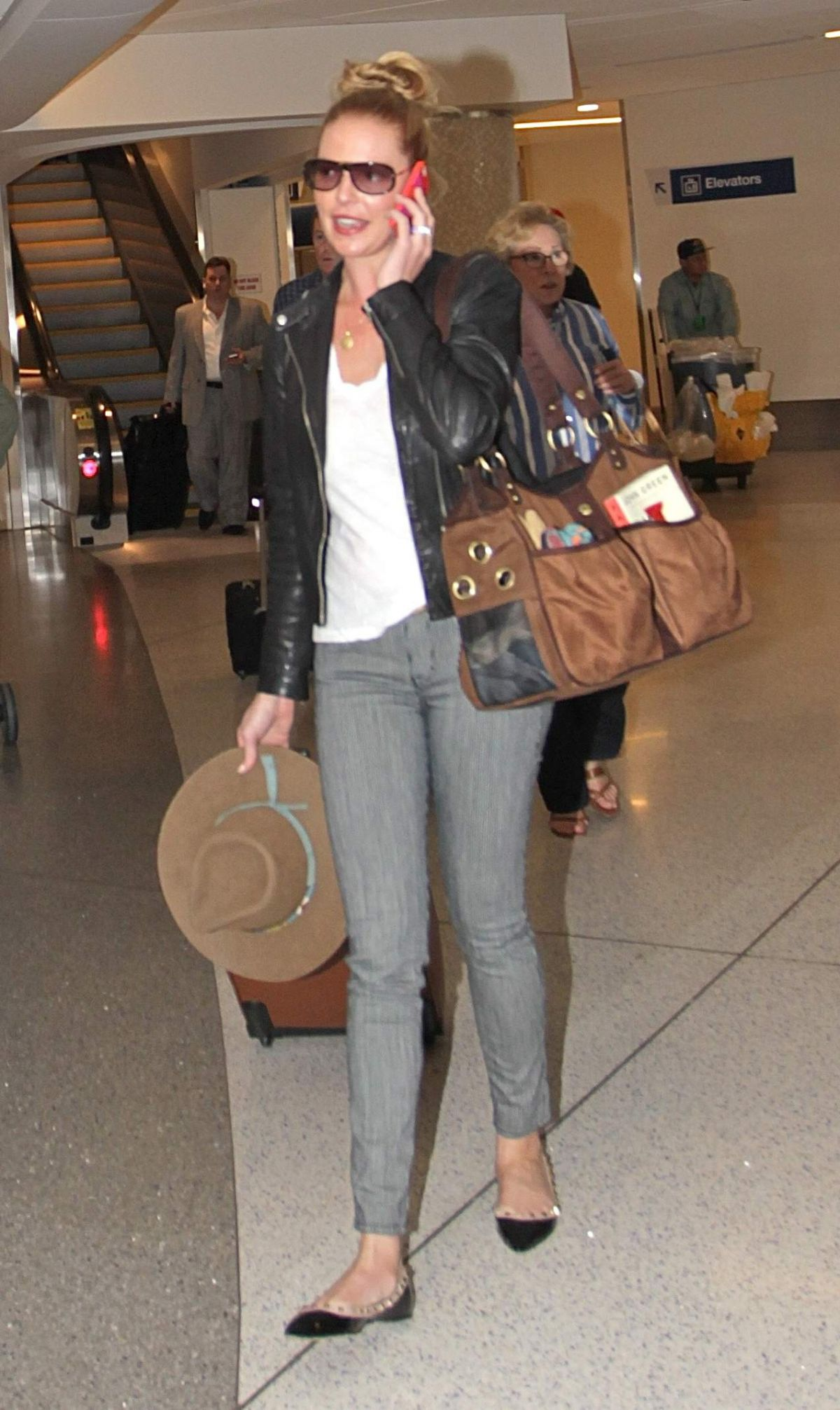 KATHERINE HEIGL Arrives at Los Angeles International Airport 05/05/2015