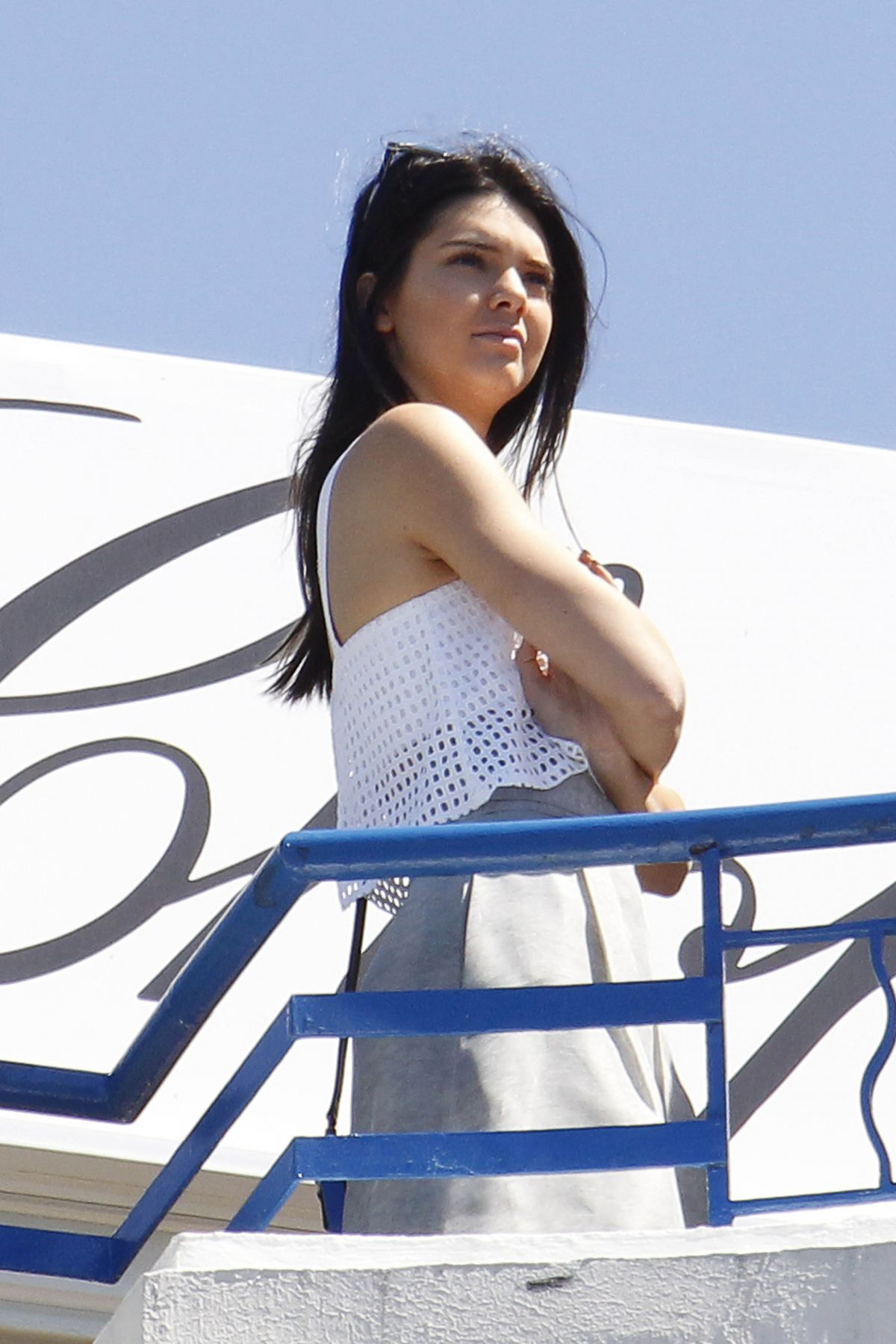 48fd2c5eb4ea0 KENDALL JENNER at Hotel Martinez in Cannes 05/20/2015