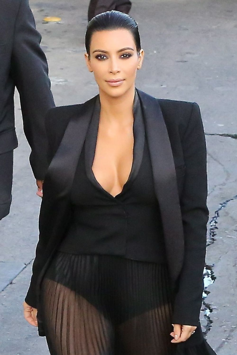 KIM KARDASHIAN Arrives at Jimmy Kimmel Live in Hollywood 04/30/2015