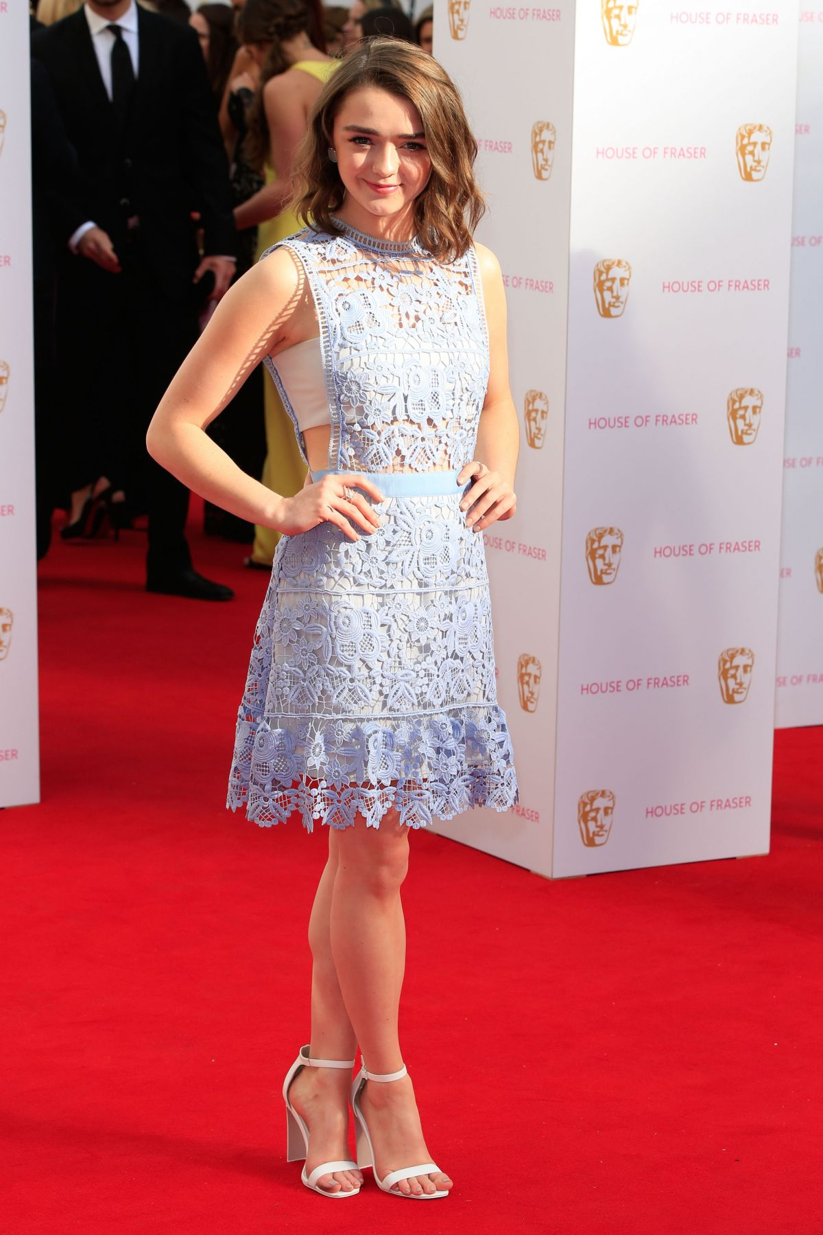 Galerry MAISIE WILLIAMS at The Falling London Gala Premiere in London