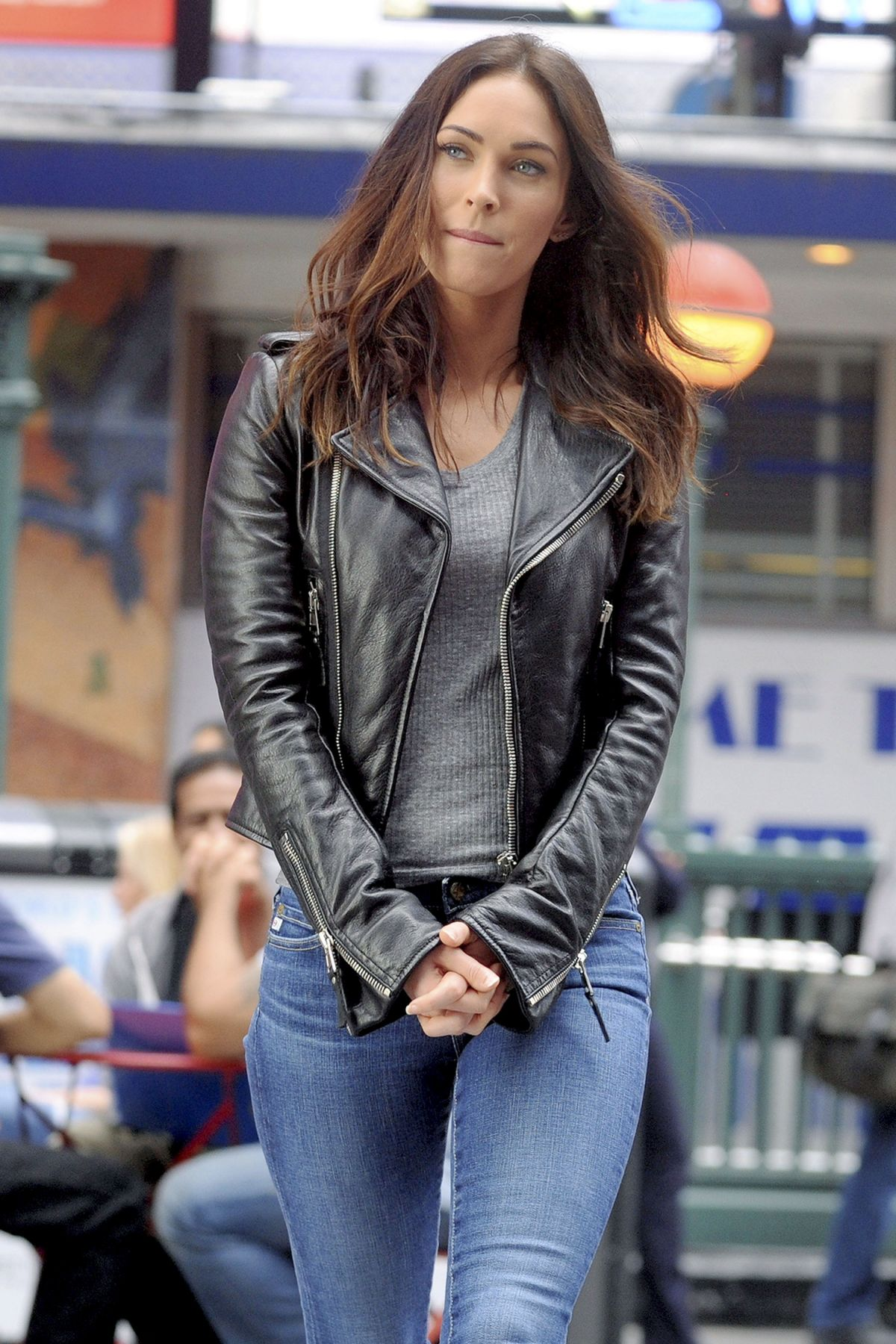 MEGAN FOX on the Set of Teenage Mutant Ninja Turtles 2 05 ...