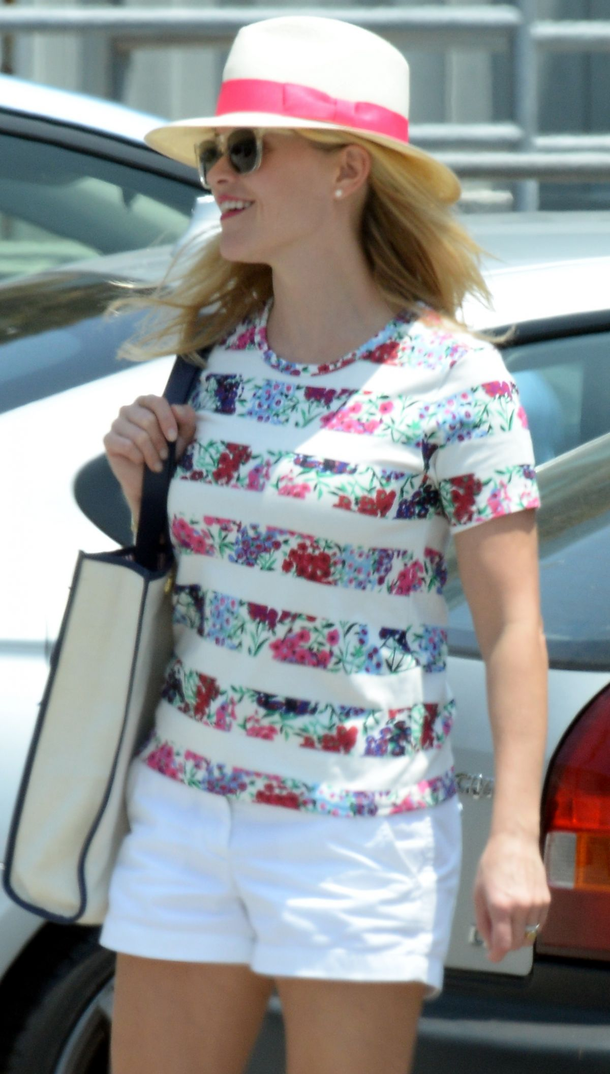 REESE WITHERSPOON Shoping at Sephora in Santa Monica 05/23/2015