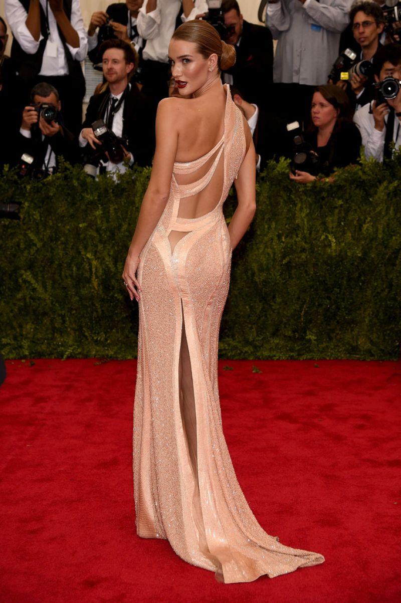 Фото самые красивые платья знаменитостей