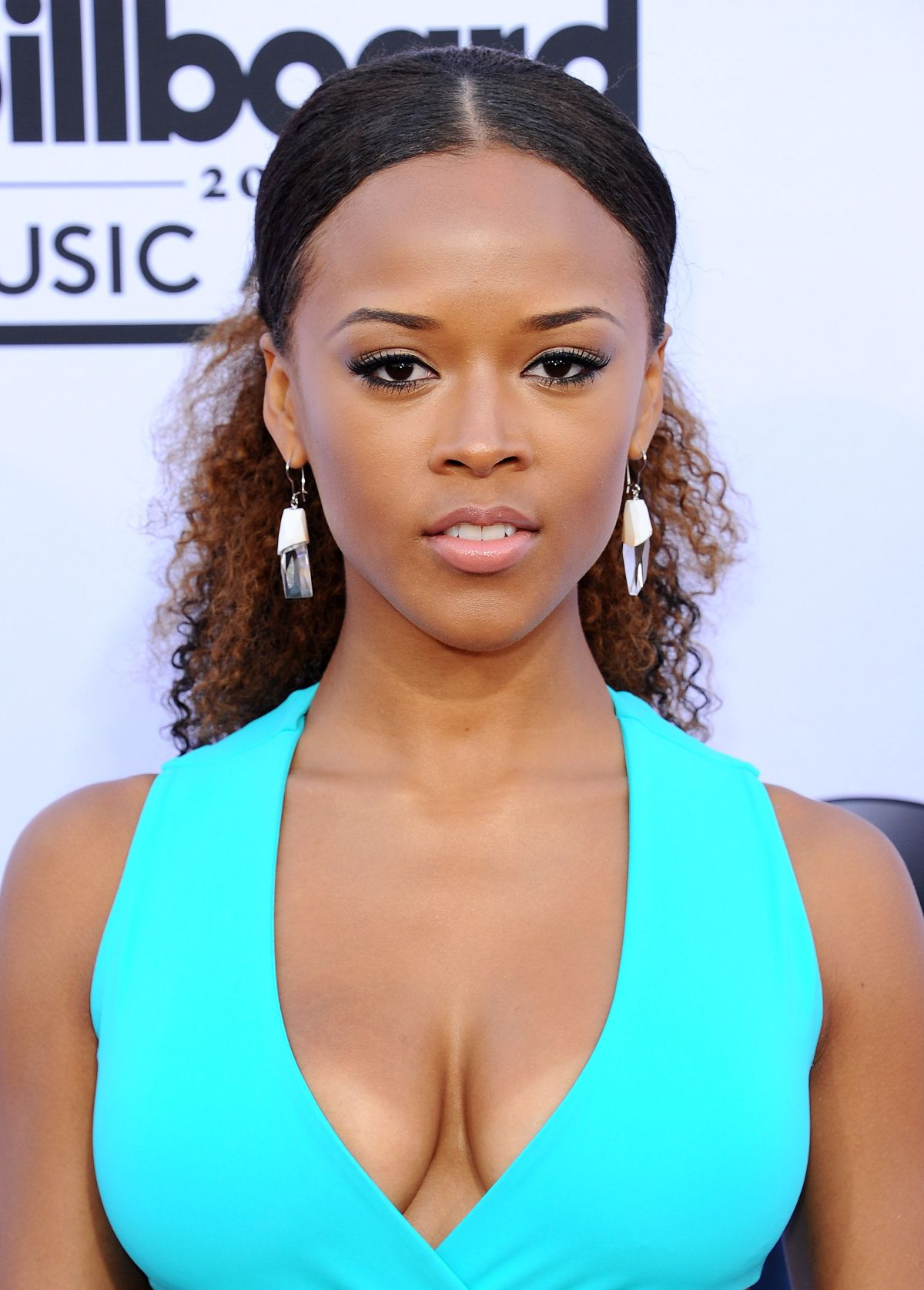 Cleavage Serayah McNeill naked (25 photo), Topless, Sideboobs, Twitter, cleavage 2017