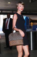 TAYLOR SWIFT at Los Angeles International Airport 05/02/2015
