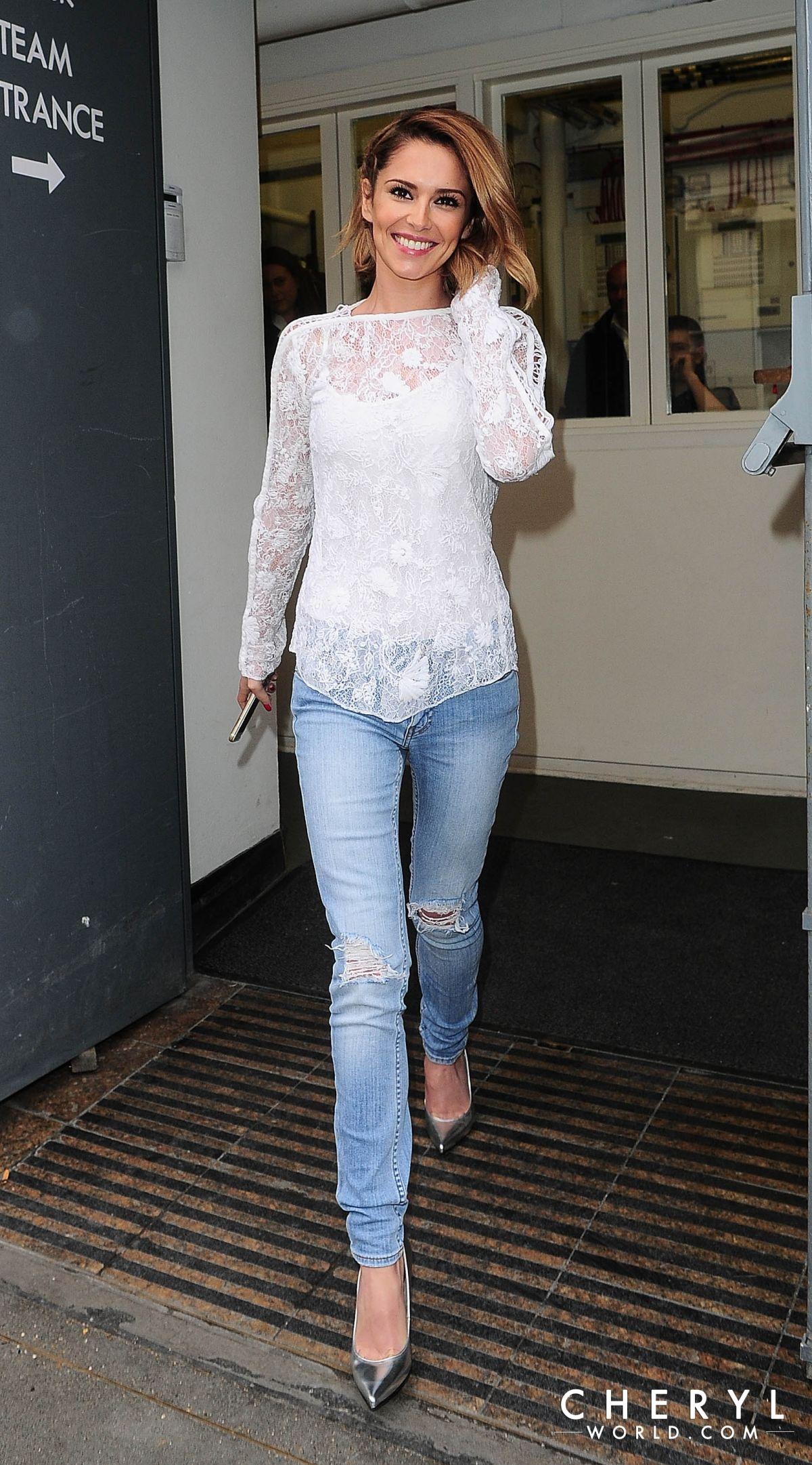 CHERYL COLE Leaves Fen... Cheryl Cole Twitter