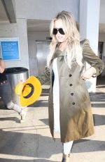 KHLOE KARDASHIAN Arrives at Los Angeles International Airport 05/31/2015