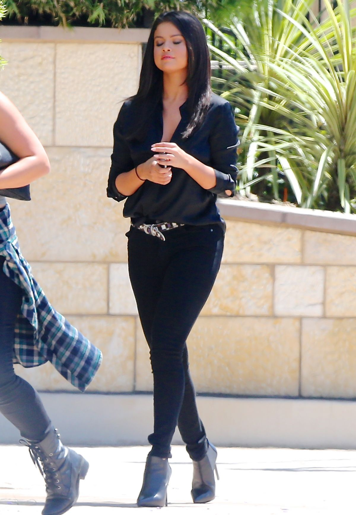selena gomez out and about in burbank 06  18  2015