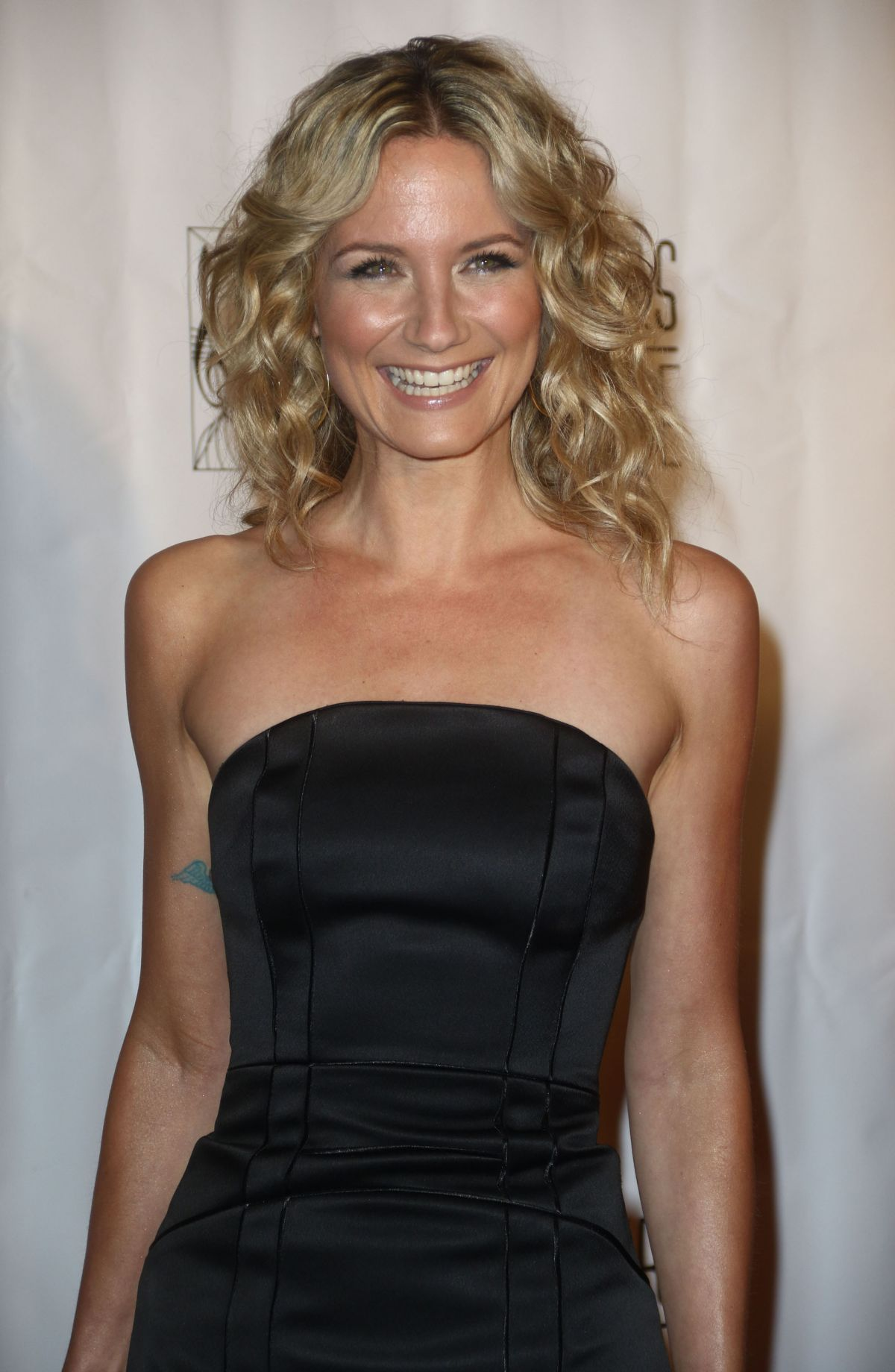 Jennifer Nettles At Songwriters Hall Of Fame In New York Hawtcelebs