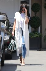 KYLIE JENNER Leaves a Doctor