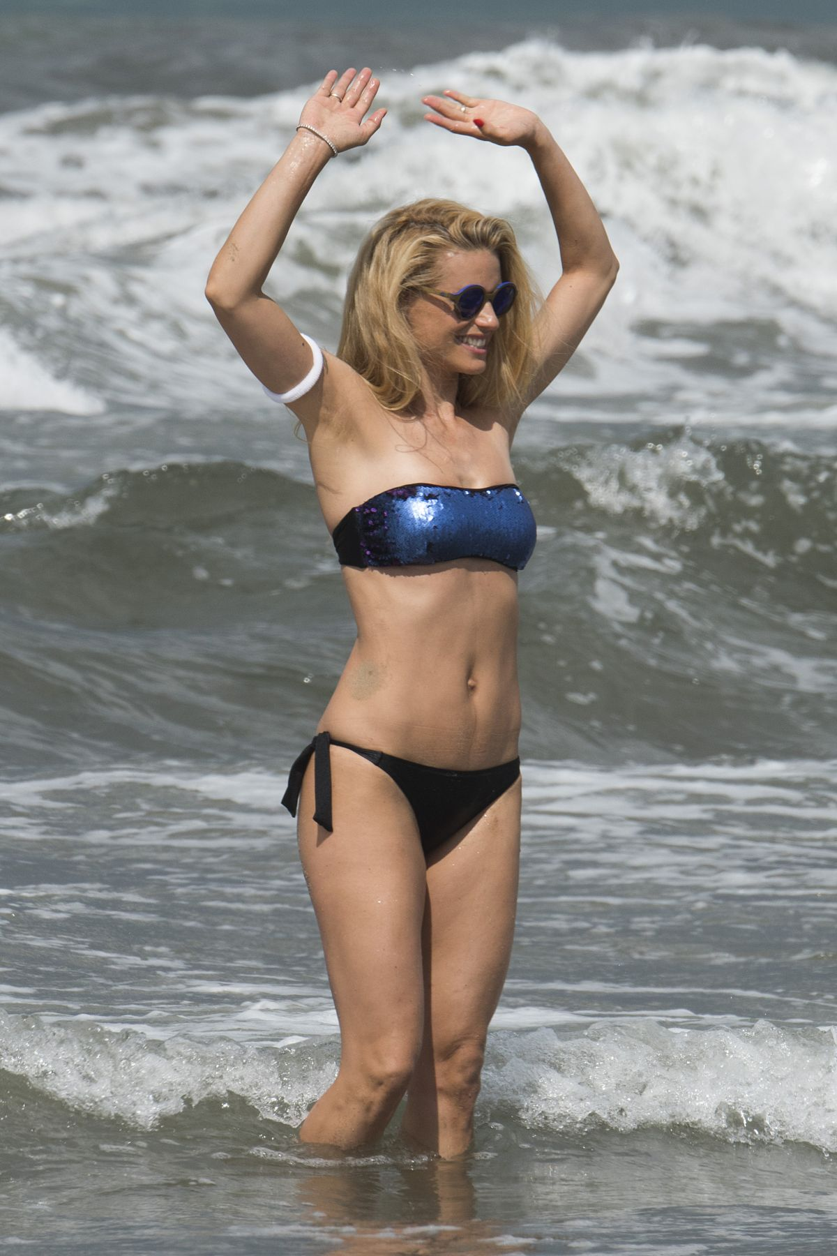 Opinion, michelle hunziker bikini