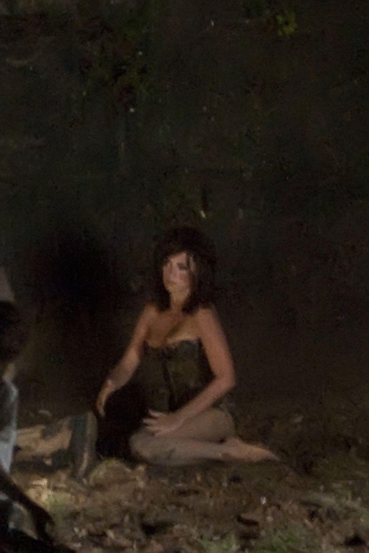 Penelope Cruz In Mud On The Set Of Zoolander 2 In Rome 06