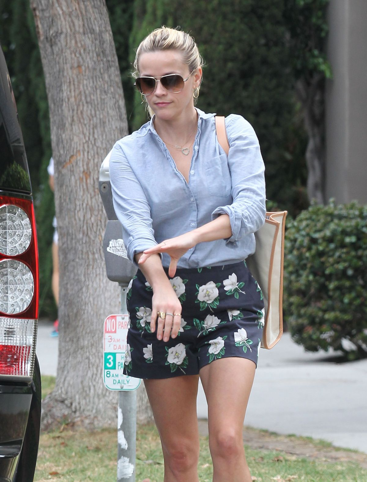 REESE WITHERSPOON Out in Los Angeles 06/08/2015