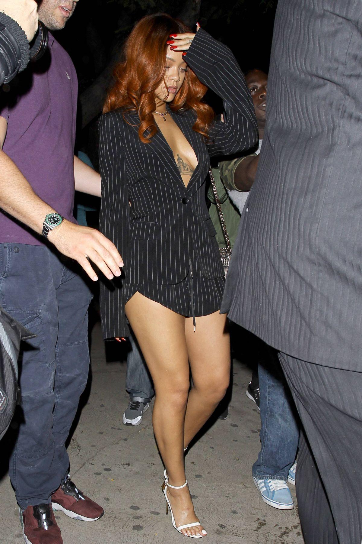 Bikini Sideboobs Rihanna naked photo 2017