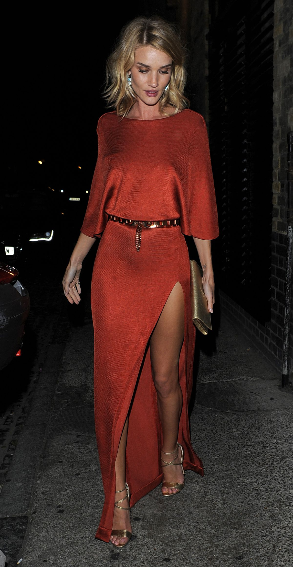 ROSIE HUNTINGTON-WHITELEY Arrives at Chiltern Firehouse in London